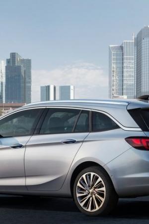 Debiutuje Opel Astra Sports Tourer i nowe silniki w gamie – polski cennik