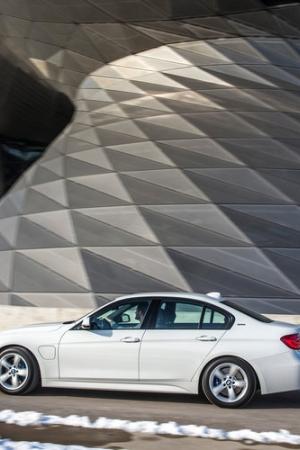 BMW 330e - nowa hybryda w rodzinie