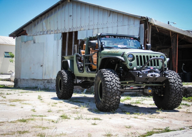 Jeep Wrangler Unlimited Truck Conversion - potwór ze stajni Bruiser Conversion