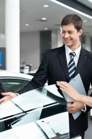 Testy bezpieczeństwa, awaryjności, spalania a zakup auta
