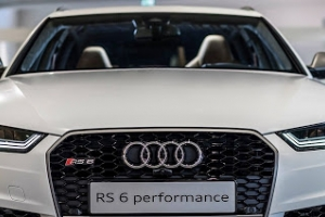Audi exclusive: Audi RS6 performance - Gletscherweiss Matt