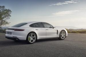 Porsche prezentuje hybrydową Panamerę i wyścigowe 911 [Paris Motor Show 2016]