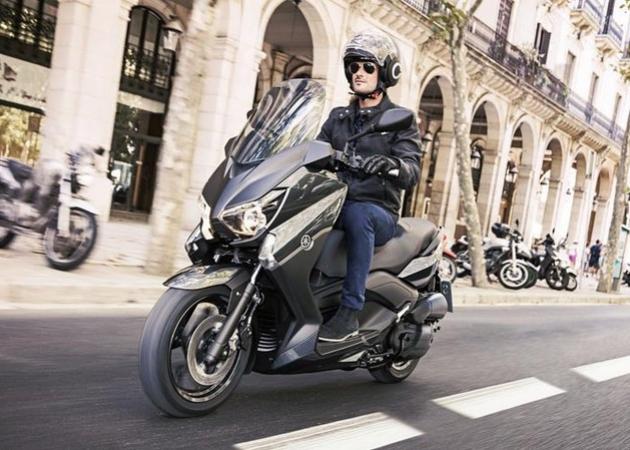 Motocykl w automacie niekoniecznie jest bezpieczniejszy. Polemika z Maciejem Banaszakiem