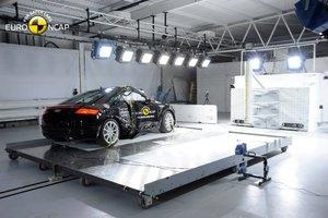 Nowe testy zderzeniowe Euro NCAP: Renault Trafic, Opel Vivaro, Audi TT