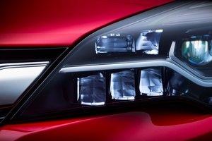 Reflektory z matrycami diodowymi IntelliLux  w nowym Oplu Astra